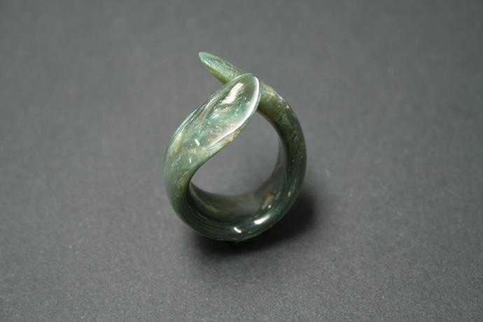 2-anello-un-tocco-d'unghia