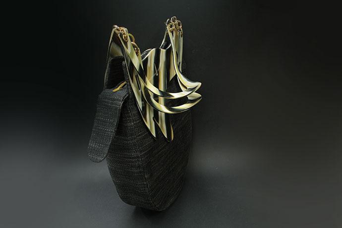 borsa-realizzata-in-acetato-di-cellulosa-e-lino-gallo-zebrato-(1)