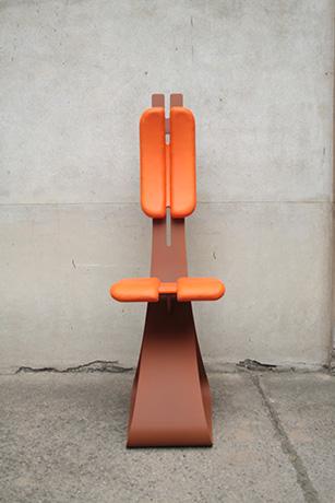sedia-schiena-ribelle-verniciata-ruggine-schienale-regolabile-e-seduta-pellificati-arancione-2015-(1)