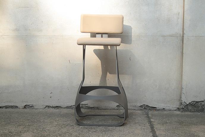 sgabello-asedere-realizzato-in-metallo-verniciato-base-e-scienale-regolabile-pellificati-(2)