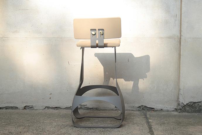 sgabello-asedere-realizzato-in-metallo-verniciato-base-e-scienale-regolabile-pellificati-(5)