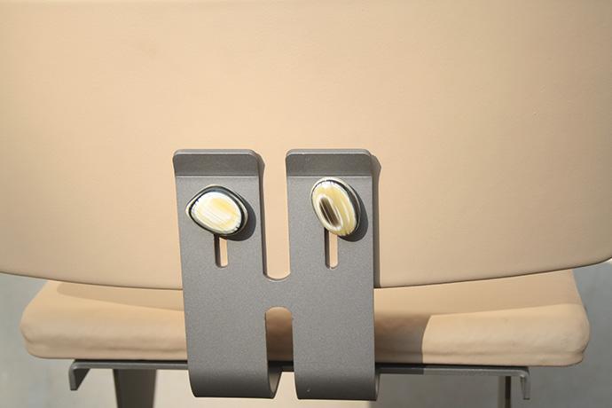 sgabello-asedere-realizzato-in-metallo-verniciato-base-e-scienale-regolabile-pellificati-(6)