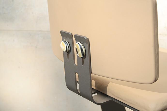 sgabello-asedere-realizzato-in-metallo-verniciato-base-e-scienale-regolabile-pellificati-(7)