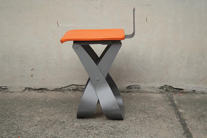 sgabello-belosgabelo-realizzato-in-metallo-verniciato-e-base-pellificata-2015-(1)