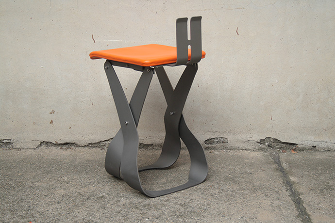 sgabello-belosgabelo-realizzato-in-metallo-verniciato-e-base-pellificata-2015-(2)